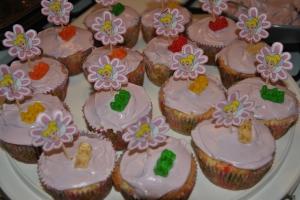 Attempt #2: Gummi Bear ON TOP of Cupcake (*WIN*)