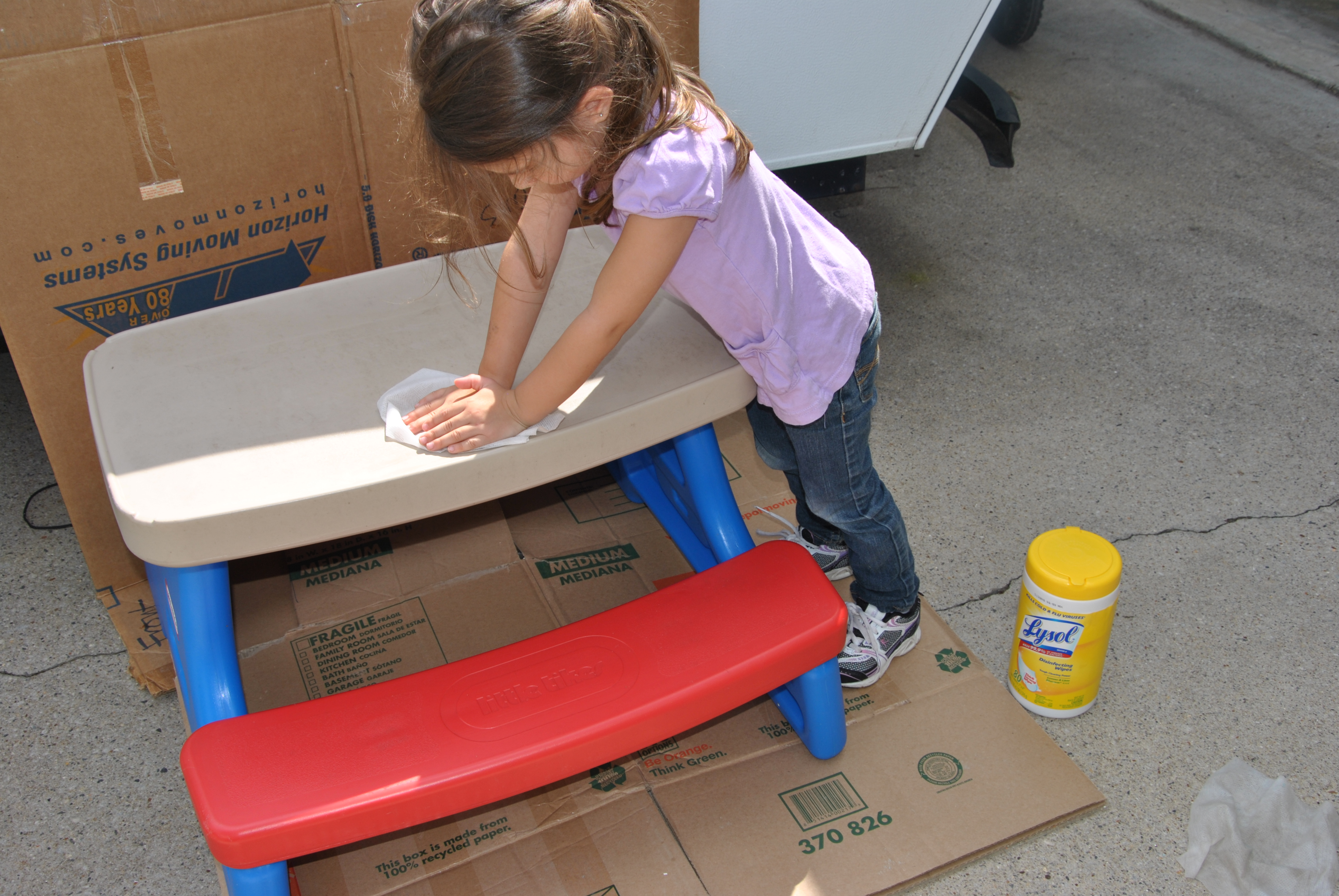 how to take apart little tikes picnic table