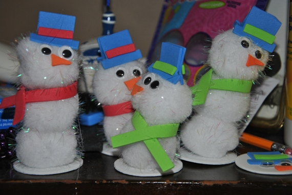 Snowman Craft!  The green scarves are girls, the red scarves are boys...